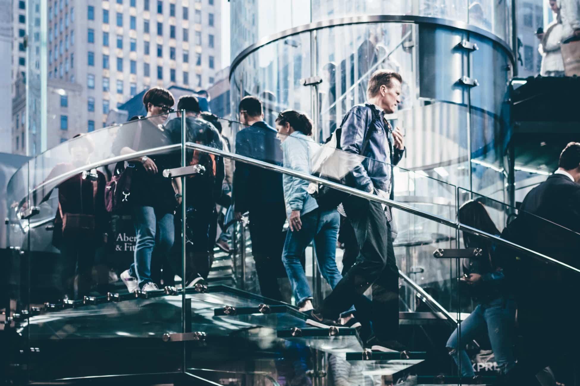 Visu personnes sur escalier